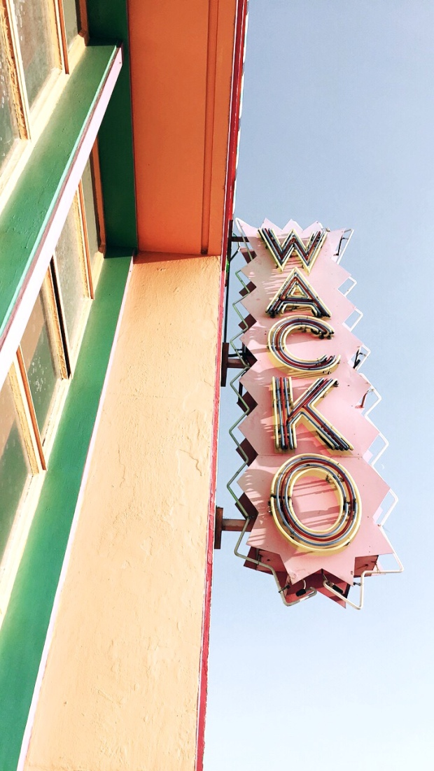 wacko, wacky, pastels, artistic shots, vsco, lifestyle blogger, sherbet, blue skies, look up, shop local, cool shops in la,